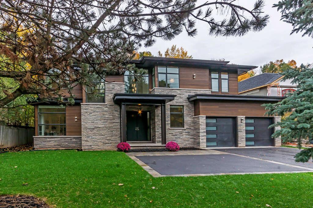 Home Listing at 2104 Devon Road, OAKVILLE, ON