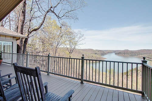 Single Family for Sale at 828 Crestview Drive Sparta, Tennessee 38583 United States