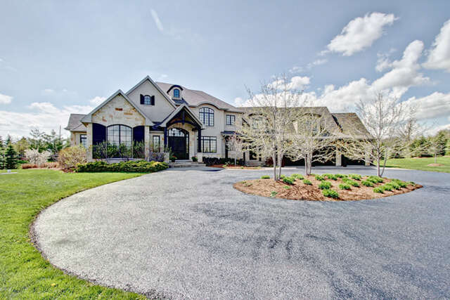 Home Listing at 2595 Bluffs Way, BURLINGTON, ON