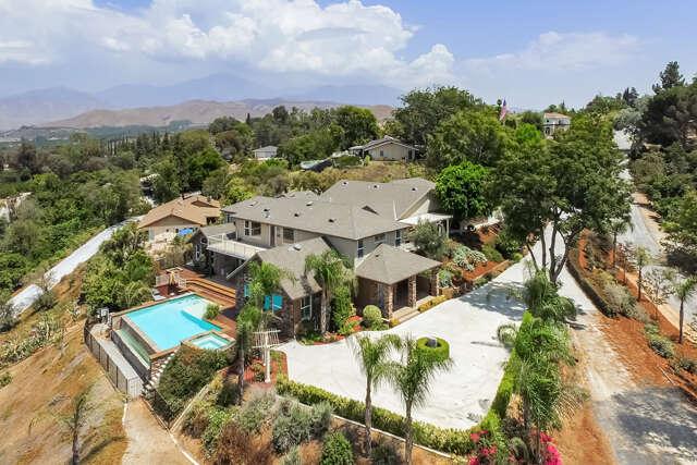 Single Family for Sale at 201 La Colina Drive Redlands, California 92374 United States