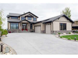 Featured Property in Lethbridge, AB T1K 7B7