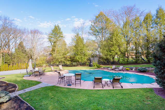 Single Family for Sale at 1413 Old Mill Rd Wyomissing, Pennsylvania 19610 United States