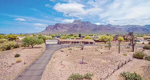 Featured Property in Apache Junction, AZ 85119