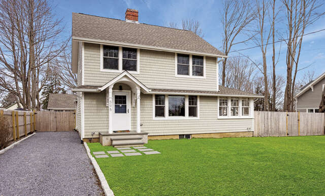 Single Family for Sale at 595 Pequash Ave Cutchogue, New York 11935 United States