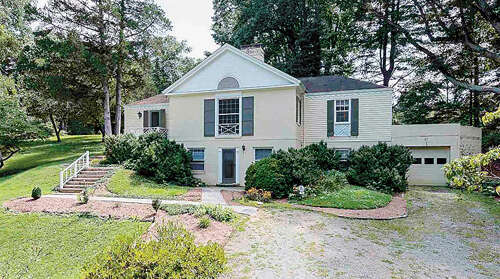 Single Family for Sale at 10 Deer Path Charlottesville, Virginia 22903 United States