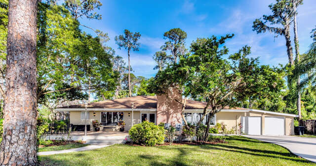 Single Family for Sale at 2841 Lakeshore Drive Mount Dora, Florida 32757 United States