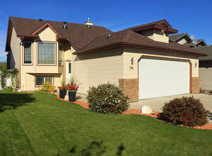 Featured Property in Sylvan Lake, AB T4S 2J1
