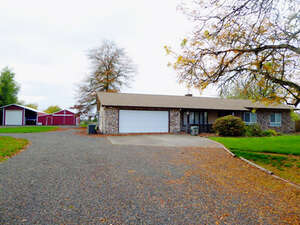 Featured Property in Harrisburg, OR 97446