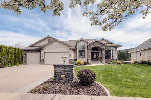 Single Family for Sale at 1310 S Riverside Harbor Dr Post Falls, Idaho 83854 United States
