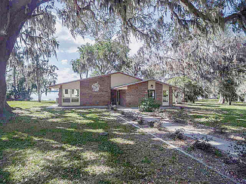 Single Family for Sale at 381 E River Road East Palatka, Florida 32131 United States