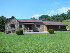 Featured Property in Farmington, WV 26571