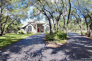 Featured Property in Floresville, TX 78114