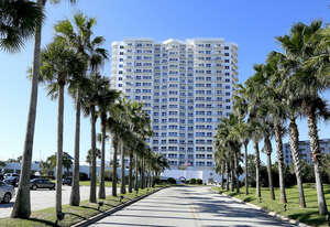 Featured Property in Daytona Beach Shores, FL 32118