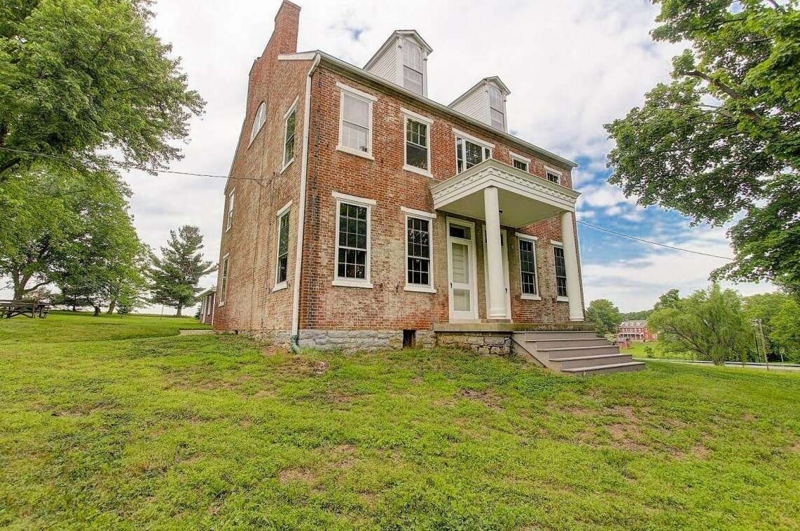 Single Family for Sale at 400 Stackstown Road Marietta, Pennsylvania 17547 United States