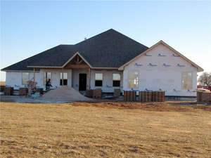 Featured Property in Mustang, OK 73064