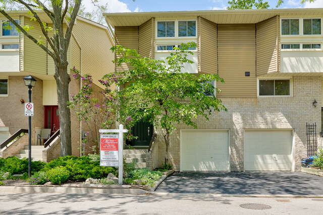 Real Estate for Sale, ListingId:45239125, location: 1135 McCraney St E Unit 21 Oakville L6H 3A3