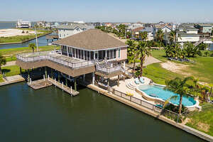 Featured Property in Tiki Island, TX 77554