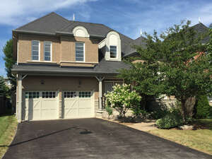 Featured Property in Aurora, ON L4G 6S3