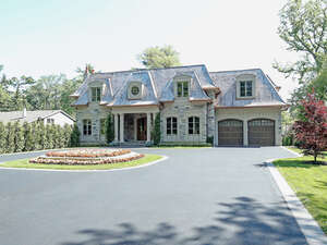 Featured Property in Oakville, ON L6J 3Z7