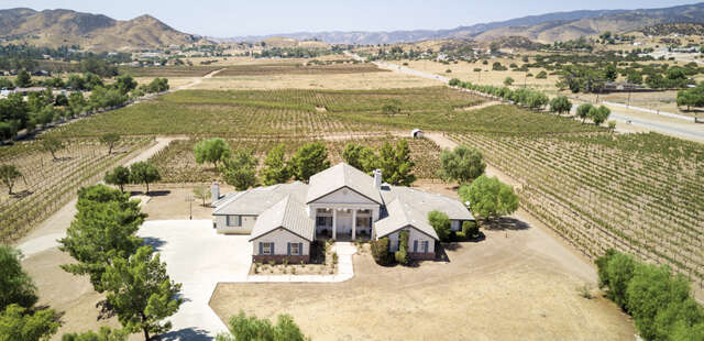 Single Family for Sale at 9640 Sierra Hwy. Agua Dulce, California 91390 United States