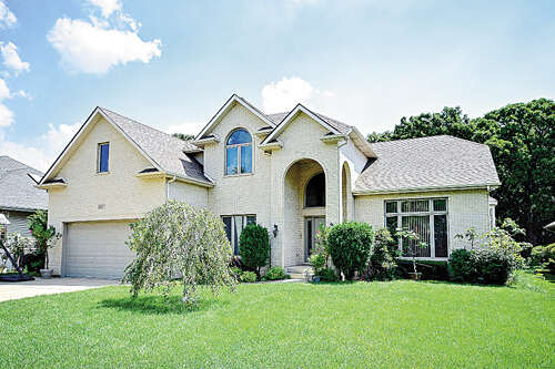 Single Family for Sale at 10s117 Skyline Dr Burr Ridge, Illinois 60527 United States