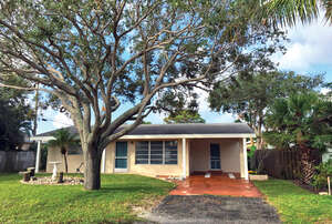 Featured Property in Lantana, FL 33462