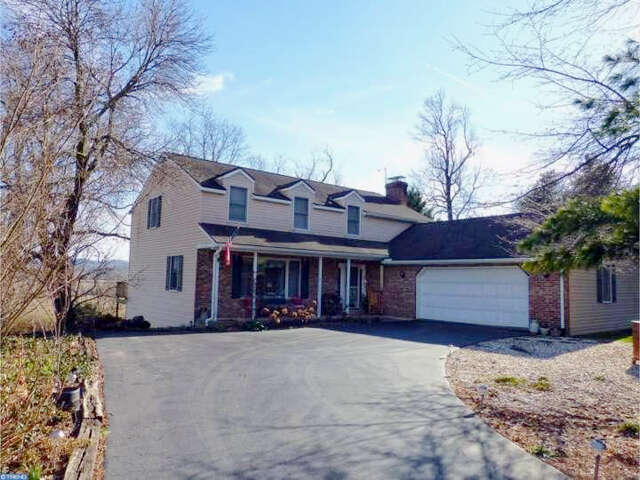Home Listing at 5 KNOLLWOOD DR, SINKING SPRING, PA