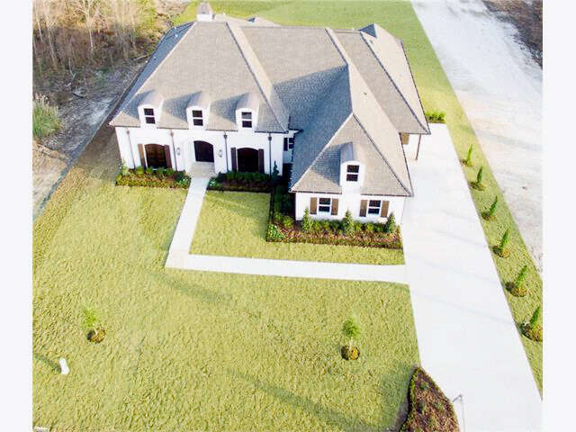 Single Family for Sale at 445 South Fairway Dr Madisonville, Louisiana 70447 United States