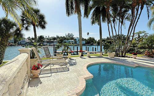 Additional photo for property listing at 450 Cleveland Drive  Sarasota, Florida 34236 United States