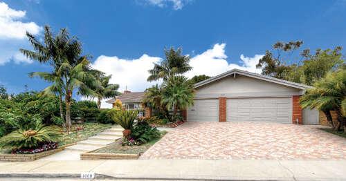 Single Family for Sale at 1009 Dolphin Terrace Corona Del Mar, California 92625 United States