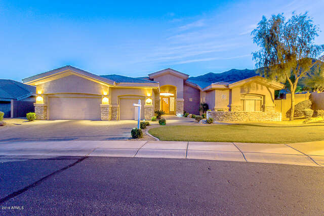 Single Family for Sale at 136 E Desert Wind Drive Phoenix, Arizona 85048 United States