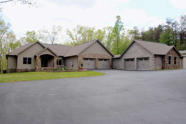 Single Family for Sale at 529 Wilson Lane Crossville, Tennessee 38555 United States