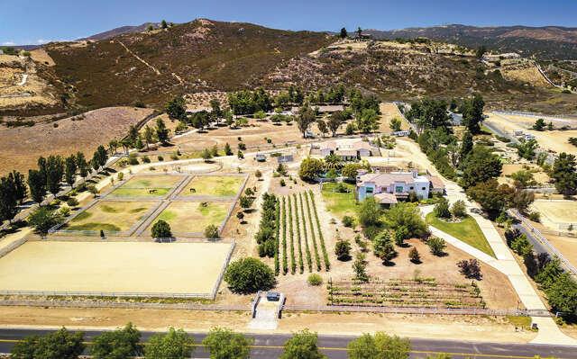 Single Family for Sale at 19050 Vista De Montanas Murrieta, California 92562 United States