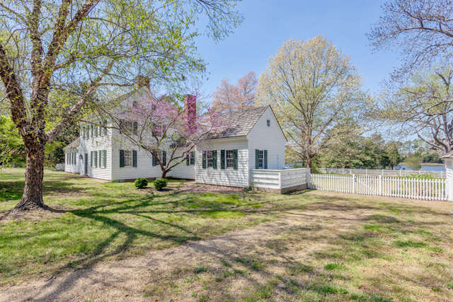 Single Family for Sale at 1 Magnolia Road Mathews, Virginia 23109 United States