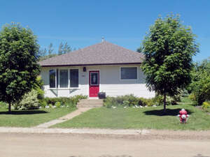 Featured Property in Rockglen, SK
