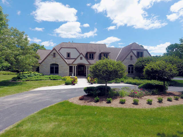 Single Family for Sale at W311n6988 Club Cir W Hartland, Wisconsin 53029 United States