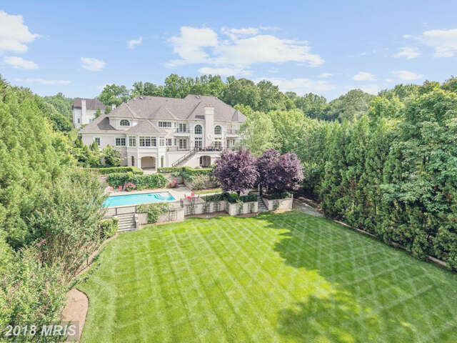 Single Family for Sale at 886 Chinquapin Road McLean, Virginia 22102 United States