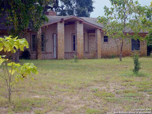 Featured Property in Pleasanton, TX 78064