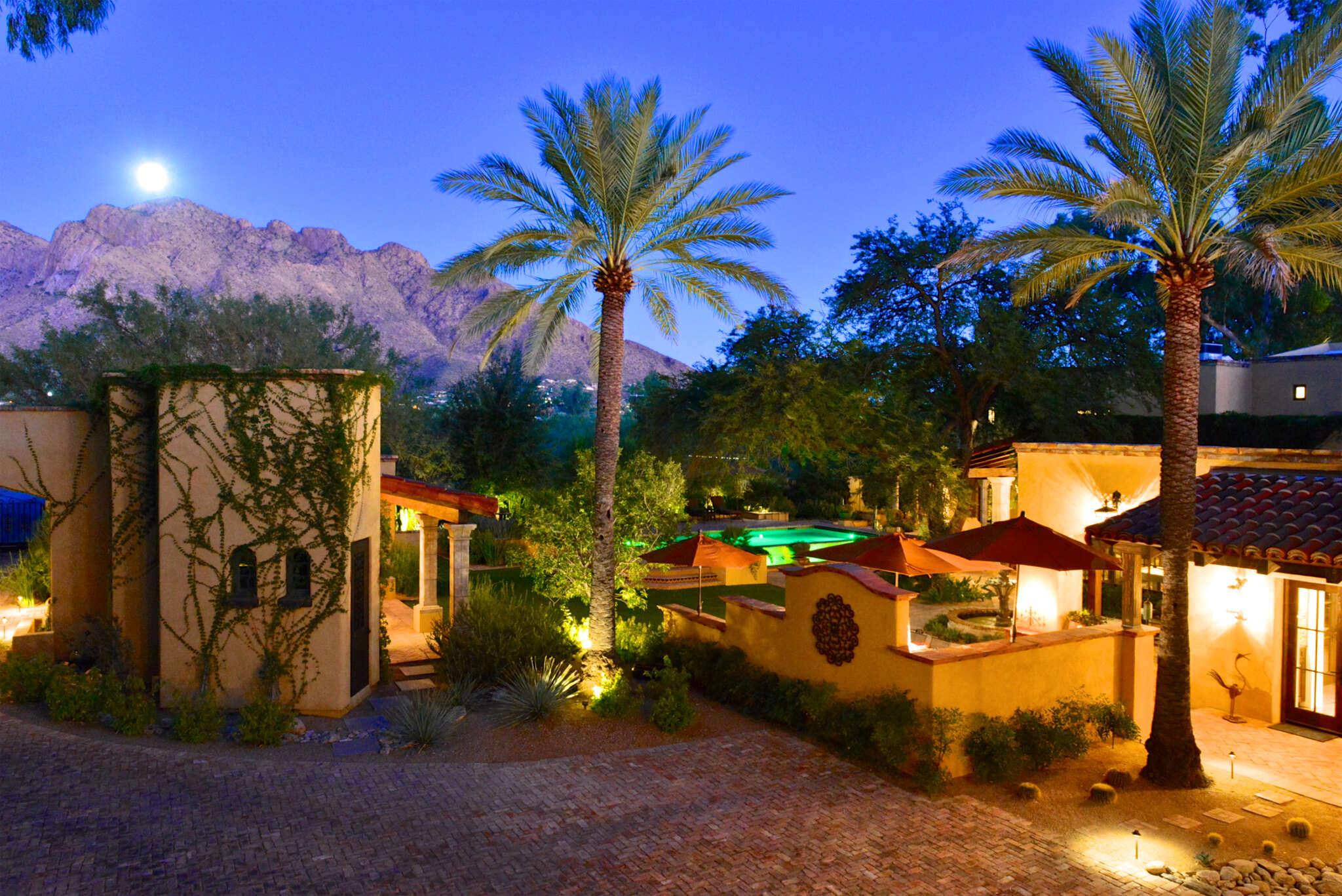 Single Family for Sale at 630 W Calle Concordia Oro Valley, Arizona 85704 United States