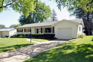 Featured Property in Elgin, IL 60123