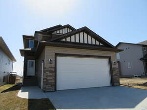 Featured Property in Penhold, AB T0M 1R0
