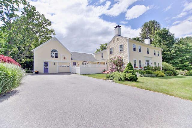 Single Family for Sale at 20 Kensington Road Hampton Falls, New Hampshire 03844 United States