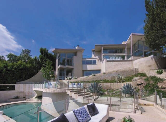 Single Family for Sale at 7571 Mulholland Dr Los Angeles, California 90046 United States