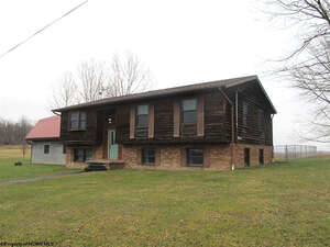 Featured Property in Smithfield, PA 15478