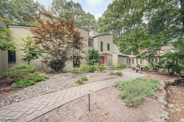 Single Family for Sale at 14 Glenbrook Dr Mendham, New Jersey 07945 United States