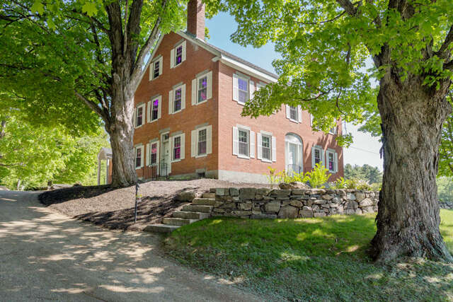 Single Family for Sale at 4 Thompson Mill Road Lee, New Hampshire 03861 United States
