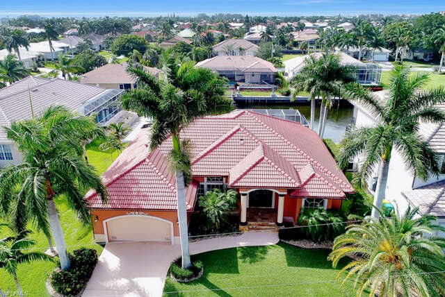 Single Family for Sale at 910 Moon Ct Marco Island, Florida 34145 United States