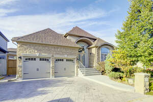 Featured Property in Oakville, ON L6H 6X1
