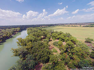 Featured Property in Seguin, TX 78155