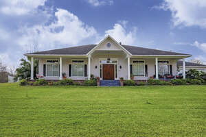 Featured Property in Shoreacres, TX 77571